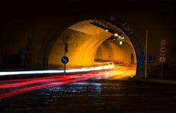 Entrada de automóveis na noite Imagens de Stock