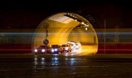 Entrada de automóveis na noite Fotografia de Stock