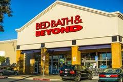 Entrada de Bed Bath & Beyond a uma das lojas foto de stock