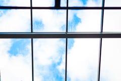 Entrada de cristal al edificio moderno Foto de archivo