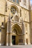 Entrada de la catedral de Zagreb fotos de archivo