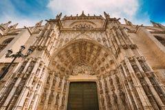 Entrada de la catedral en Sevilla, España Herencia arquitectónica Imagenes de archivo