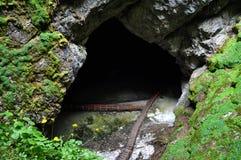 Entrada de la cueva de hielo Imagen de archivo libre de regalías
