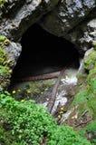 Entrada de la cueva de hielo, agujero Imágenes de archivo libres de regalías