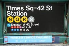 Entrada de la estación de metro del St del Times Square 42 en NYC Foto de archivo libre de regalías