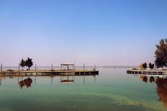 Entrada de la laguna - vieja mirada foto de archivo
