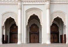 Entrada de la mezquita en Sharja Foto de archivo libre de regalías