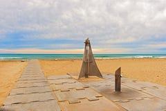 Entrada de la playa cerca de Barcelona, España fotografía de archivo libre de regalías