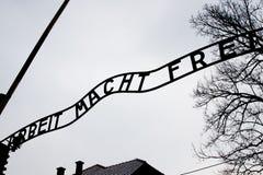 Entrada de la puerta de Auschwitz. fotografía de archivo