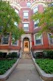 Entrada de la residencia en la universidad de Boston foto de archivo libre de regalías