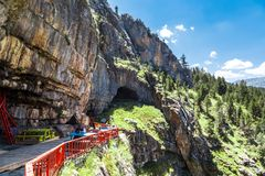 Entrada de las cuevas de Tinaztepe en Konya Foto de archivo