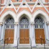 Entrada de las puertas de la iglesia Imágenes de archivo libres de regalías