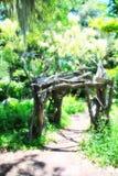 Entrada de madeira a um jardim secreto Fotografia de Stock Royalty Free