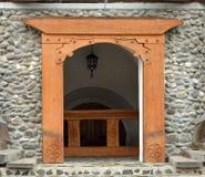 Entrada de madera de la iglesia Fotos de archivo libres de regalías