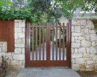 Entrada de madera de la puerta de la casa elegante Imagen de archivo