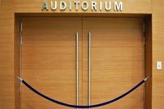 Entrada de madera magnífica del auditorio Foto de archivo