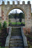Entrada de pedra ornamentado do jardim Fotografia de Stock Royalty Free