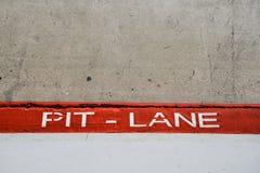 Entrada de Pit Lane en la competencia del coche Fotos de archivo
