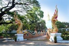 A entrada de templos tailandeses Fotos de Stock