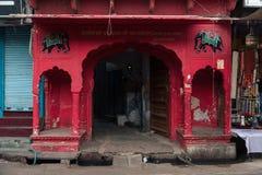 Entrada de um templo, Pushkar, Ajmer, Rajasthan, Índia Imagens de Stock