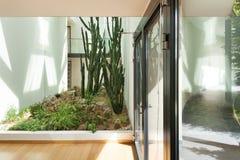 Entrada de un edificio moderno Fotografía de archivo libre de regalías