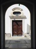 Entrada de una iglesia Fotos de archivo libres de regalías