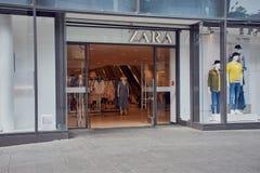 Entrada de una tienda del zara en Maguncia imágenes de archivo libres de regalías
