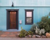 Entrada de Viejo del barrio hispano Imágenes de archivo libres de regalías