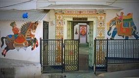 Entrada decorativa a un templo hindú, Udaipur Imagen de archivo libre de regalías