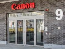 Entrada del edificio de oficinas de Canon Foto de archivo libre de regalías
