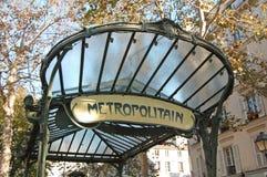 Entrada del metro, abadesas, París Foto de archivo