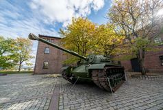 Entrada del museo de las fuerzas armadas de Oslo fotos de archivo