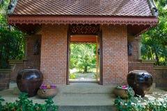 Entrada del pórtico al balneario Foto de archivo libre de regalías