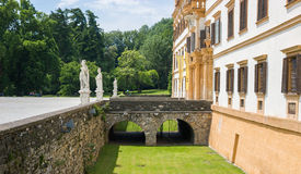 Entrada del palacio de Eggenberg Fotografía de archivo