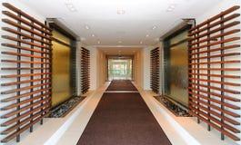 Entrada del pasillo del hotel Fotos de archivo