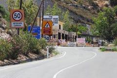 Entrada del pueblo de Lefkara, Chipre - 21 de julio de 2015 Fotos de archivo