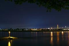 Entrada del puerto interior en la noche Fotos de archivo