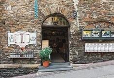 Entrada del restaurante y de la tienda del vino en Cochem Foto de archivo libre de regalías