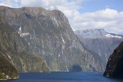 Entrada del ` s Milford Sound de Nueva Zelanda Fotos de archivo libres de regalías