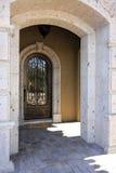 Entrada del umbral de la mansión foto de archivo