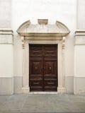 Entrada delantera de la iglesia en Eslovenia Imagen de archivo