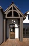 Entrada delantera del nuevo hogar moderno del desierto Fotos de archivo