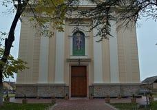 Entrada delantera en iglesia ortodoxa en Kac, Serbia Imagen de archivo libre de regalías