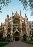 Entrada delantera a la iglesia del ` s de St Margaret en cuadrado del parlamento Imagenes de archivo