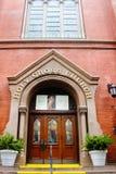 Entrada dianteira à igreja transversal santamente Fotografia de Stock Royalty Free