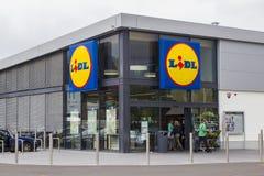 A entrada dianteira da loja moderna de LIDL no Ire do norte de Magherafelt fotos de stock