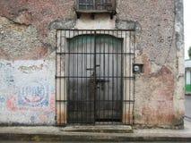 Entrada dianteira da propriedade privada Valladolid, ¡ n de YucatÃ, México imagem de stock