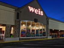 Entrada dianteira de mercados de Weis fotografia de stock royalty free