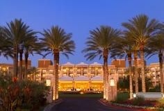 Entrada dianteira do recurso tropical luxuoso do hotel Fotografia de Stock Royalty Free