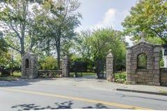 Entrada do cemitério do beira-rio Imagens de Stock Royalty Free